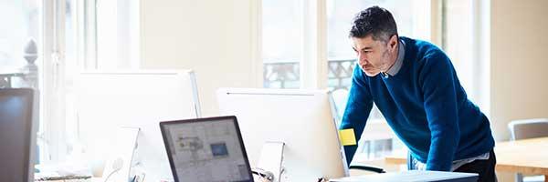 Sfeerbeeld bij bericht over de nieuwe pagina met informatie en tips over belangrijke en actuele onderwerpen voor werkgevers.