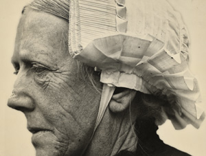 Vrouw met rouwmuts uit Veen (2)